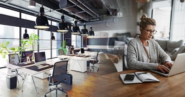 oficina de trabajo híbrida