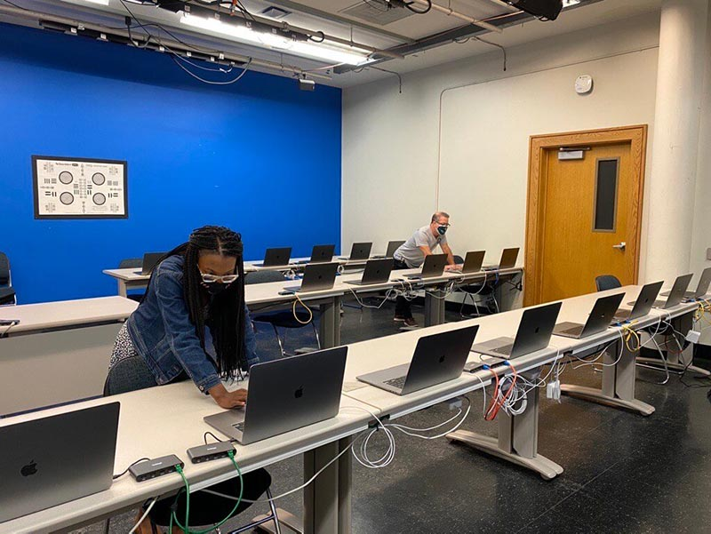 Dozenten unterstützen Fernstudenten mit Photoshop